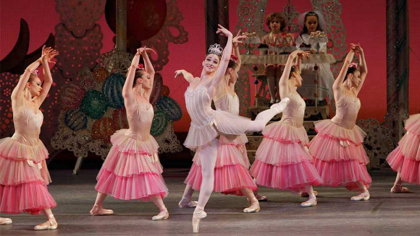Ashley-Bouder-and-the-New-York-City-Ballet-in-George-Balanchines-THE-NUTCRACKER_Paul-Kolnik